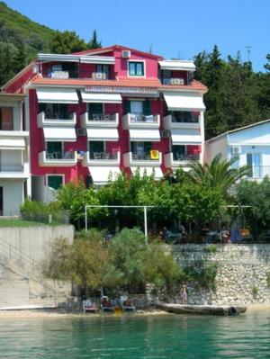 Logan's Beach Hotel