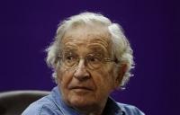 Οι πολιτικές της ΕΕ για την κρίση «καταστρέφουν την Ελλάδα» λέει ο Νόαμ Τσόμσκι